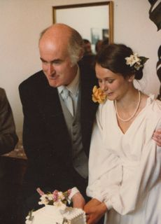 Gordon and Elspeth Strachan cutting their Wedding Cake